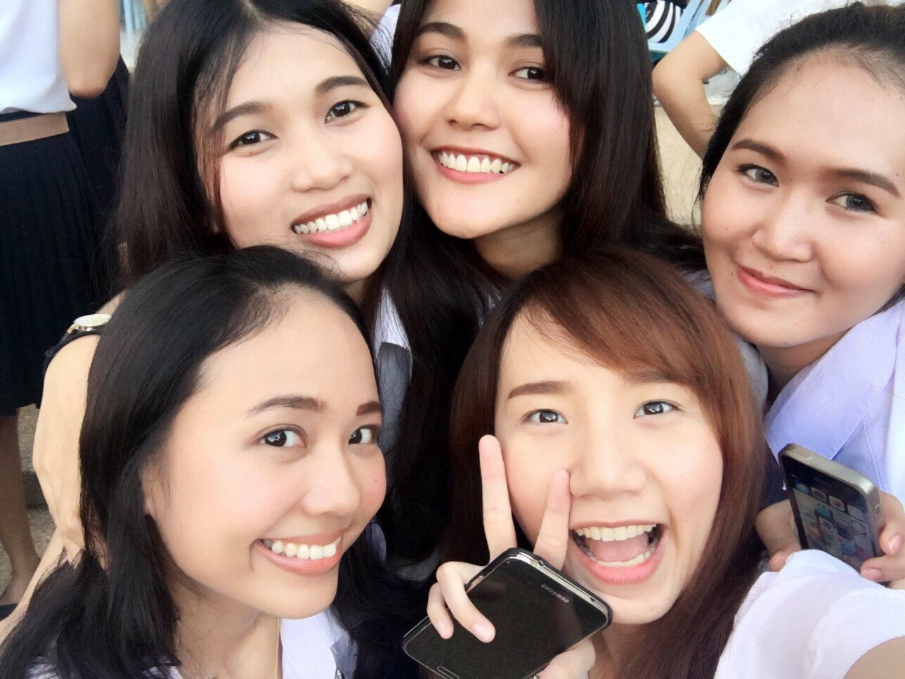 a group of Thai girls smiling